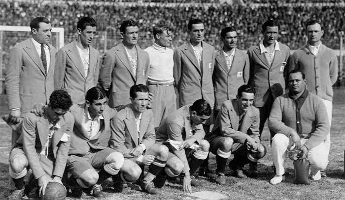 World Cup Final. Argentina. Back row (left-right): Francisco Olazar, Juan Evaristo, Luis Monti, Juan Botasso, Fernando Paternoster, Pedro Suarez, Jose Della Torre, Juan Tramutola. Front row: Carlos Peucelle, Francisco Varallo, Guillermo Stabile, Manuel Ferreira, Marino Evaristo and the masseur, name unknown