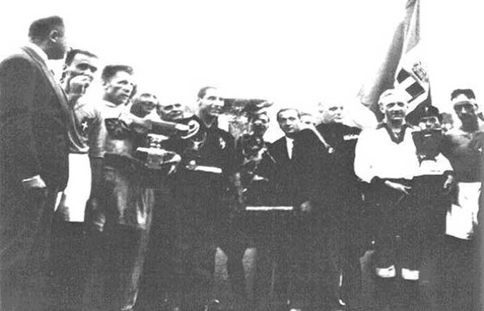 Awards for the three best teams represented by their captains. In the middle Combi of winning team Italy. Number three from left is Planicka representing the runners-up Czechoslovakia. The third placed team, Germany, is represented by Szepan (white shirt to the right)