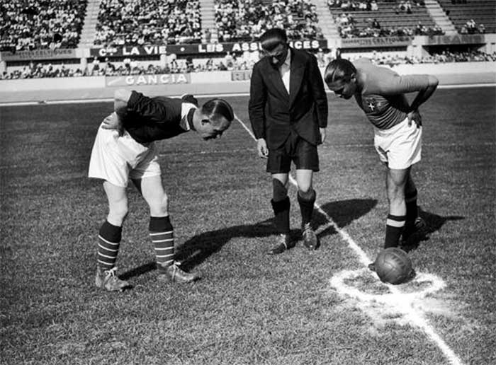 05.06.1938. Italy - Norges 2:1. Captains Nils Eriksen, Giuseppe Meazza and referee Alois Beranek