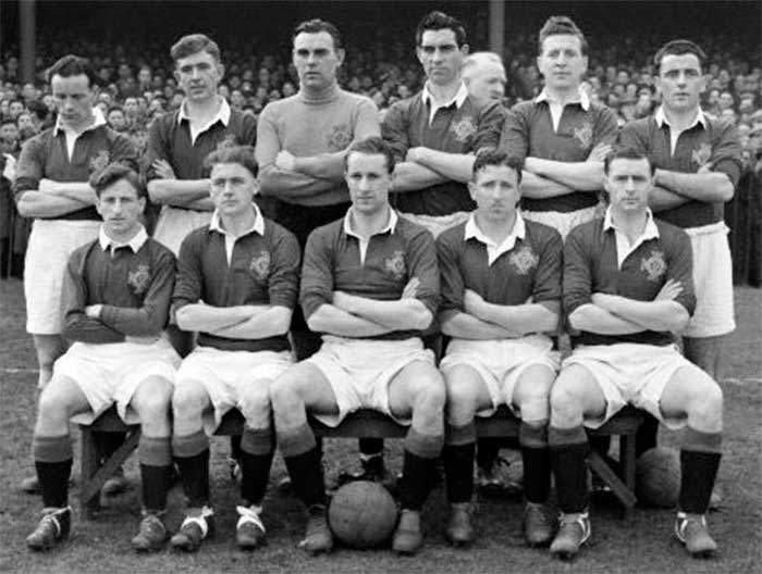 Ireland national team. Back row: N.Lockhart (Coventry),Danny Blanchflower (Barnsley),H.Kelly (Fulham),G.Bowler (Hull City),S.Smyth (Wolves),R.Ryan (West Brom). Front row: J.McKenna (Huddersfield), R.Brennan (Birmingham),C.Martin (Aston Villa),T.Aherne (Luton town),D.Walsh (West Brom)