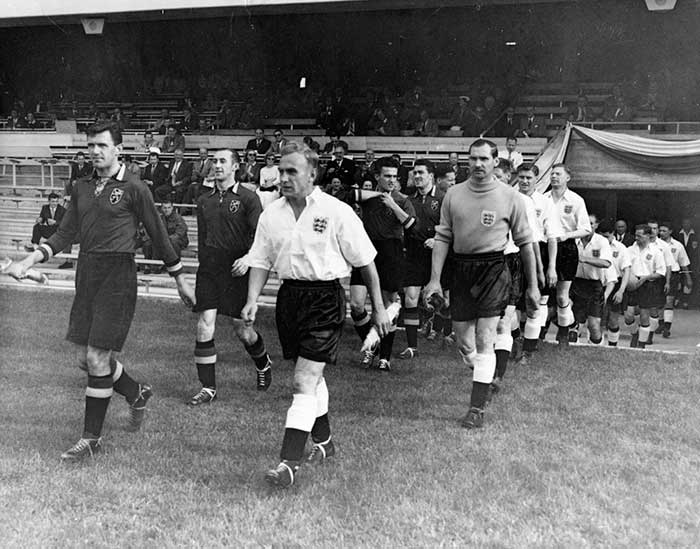 17.06.1954 Бельгия - Англия 4:4. Captains Jef Mermans and Billy Wright
