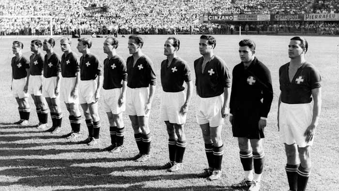 26.06.1954 Швейцария - Австрия 5:7. Switzerland national team (left to right): C.Casali, J.Fatton, O.Eggimann, A.Neury, C.Antenen, J.Hügi, W.Kernen, R.Ballaman, R.Vonlanthen, E.Parlier, R.Bocquet