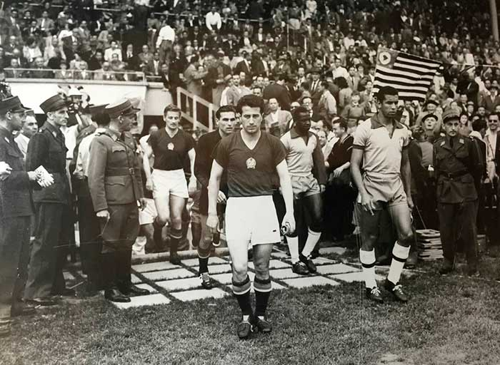 27.06.1954. Венгрия – Бразилия 4:2. Captains József Bozsik and José Carlos Bauer are output teams to the field