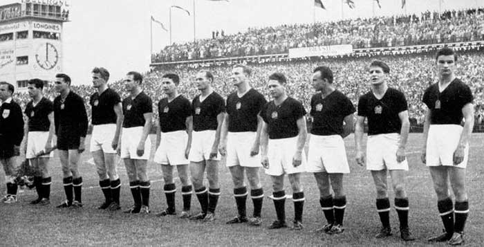 27.06.1954. Венгрия – Бразилия 4:2. Hungary national team (left to right): Bozsik, Grosics, Lorant, Hidegkuti, Zakarias, Buzanszky, Lantos, M.Toth, J.Toth, Czibor, Kocsis