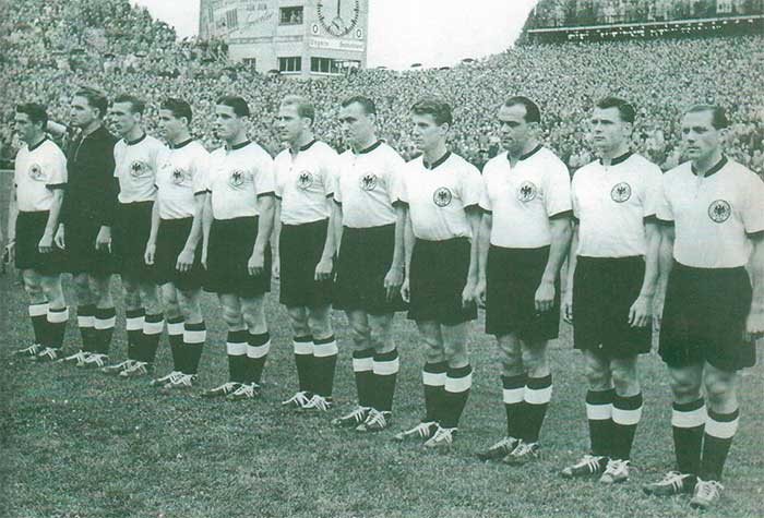 04.07.1954 ФРГ - Венгрия 3:2. West Germany national team: Fritz Walter, Toni Turek, Horst Eckel, Helmut Rahn, Ottmar Walter, Werner Liebrich, Jupp Posipal, Hans Schäfer, Werner Kohlmeyer, Karl Mai, Max Morlock