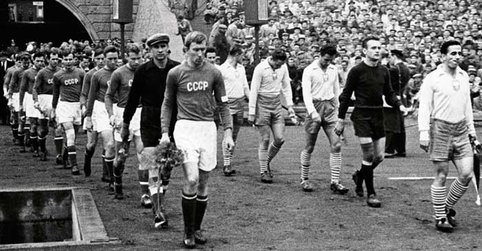 20.10.1957 Польша - Советский Союз. Captains I.Netto and G.Cieślik are output teams to the field