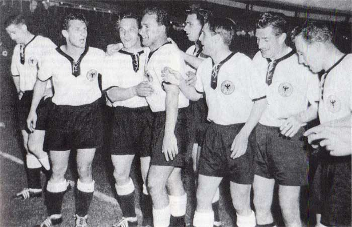 19.06.1958 West Germany – Yugoslavia 1:0. The team West Germany after the victory: Helmut Rahn, Hans Schäfer, Erich Juskowiak, Herbert Erhardt, Alfred Schmidt, Georg Stollenwerk, Fritz Walter, Uwe Seeler