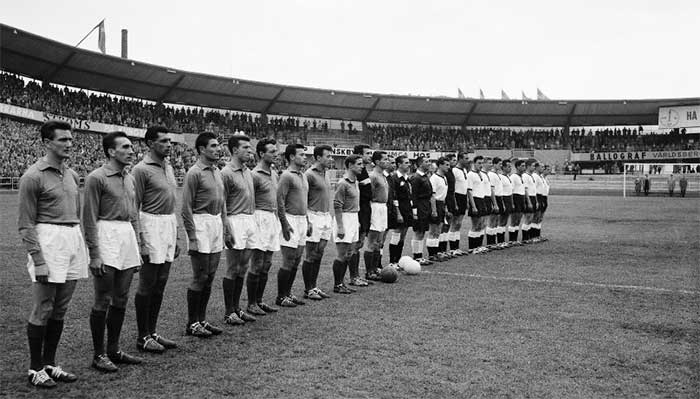 28.06.1958 Франция - ФРГ 6:3. The French and German teams line up before the start of the third place play-off in the World Cup soccer tournament, in Gothenburg, Sweden, June 28, 1958