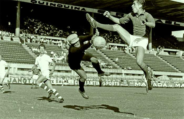 06.07.1960 Czechoslovakia - France 2:0. Schroif making a save in front of Stievenard