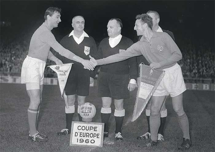 06.07.1960 France - Yugoslavia - 4:5. Captains Branko Zebec, Jean Vincent and referees