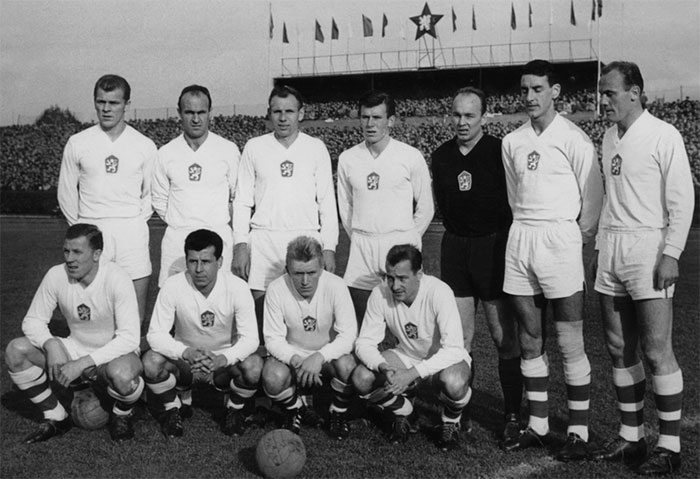 29.10.1961 Чехословакия - Ирландия 7:1. The national team Czechoslovakia. Front row: Adolf Scherer, Josef Masopust, Josef Jelinek, Tomas Pospichal; Back row: Svatopluk Pluskal, Jiri Hledik, Jiri Tichy, Josef Adamec, Vilem Schroiff, Ondrej Kvasnak, Jan Popluhar