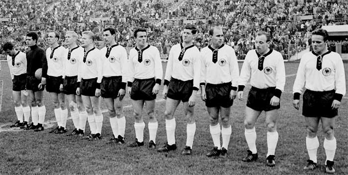 31.05.1962 ФРГ - Италия. West Germany national team (left to right): H.Schäfer, W.Fahrian, W.Schulz, K.-H.Schnellinger, H.Haller, H.Sturm, H.Nowak, H.Szymaniak, H.Erhardt, U.Seeler, A.Brülls
