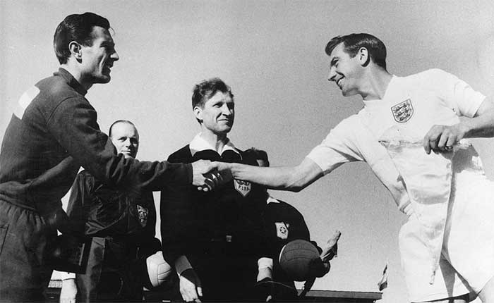 02.06.1962 Аргентина - Англия 1:3. The two captains, Ruben Navarro and Johnny Haynes, seem very amiable here as they shake hands before a clash between England and Argentina at the 1962 World Cup