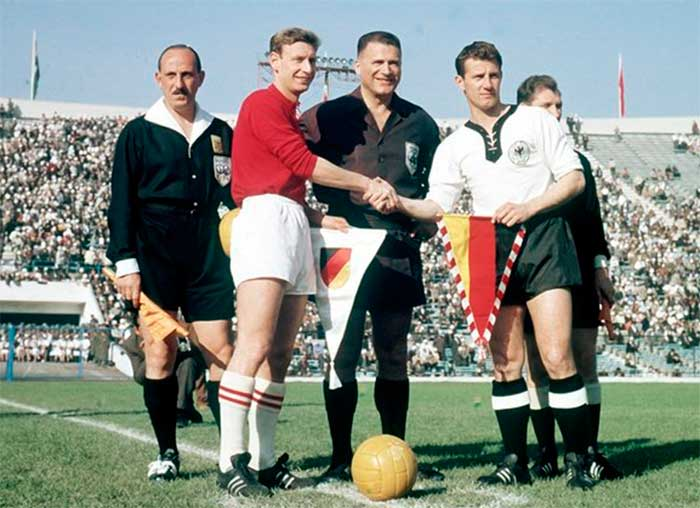 03.06.1962 ФРГ - Швейцария 2:1. Captains (Charles Antenen, Hans Schäfer) and referees