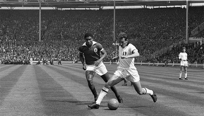 22.05.1963 Милан - Бенфика 2:1. Giovanni Trapattoni and Eusebio