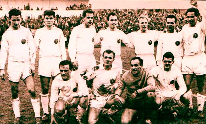 31.03.1963 Czechoslovakia - East Germany 1:1. East Germany national team. Front Row: Нёльднер, Урбанчик, Фриче и Либрехт; back Row: Эрлер, Петер Дуке, Хайне, Крампе, Кайзер, Роланд Дуке и Френцел
