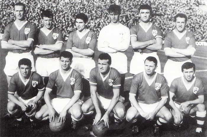 13.10.1963 Rep. of Ireland - Austria 3:2. Rep. of Ireland national team. Back Row: J.Giles, A.McEvoy, N.Cantwell, A.Fogarty, J.Haverty; front Row: R.Brady, M.McGrath, T.Dunne, A.Kelly, C.Hurley (c), T.Traynor