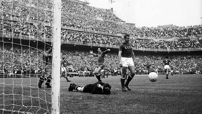 21.06.1964 Spain - Soviet Union 2:1. Pereda of Spain opens the scoring