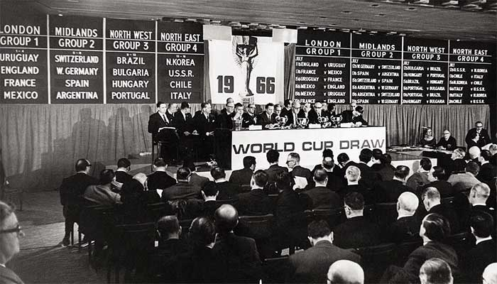 6 января 1966 года. The 1966 World Cup draw was held at Kensingtons Royal Garden Hotel in the January before the prestigious tournament