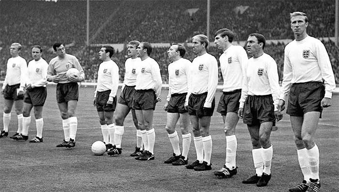 20.07.1966 Англия - Франция 2:0. England national football team: Bobby Moore, George Cohen, Gordon Banks, Ian Callaghan, Roger Hunt, Ray Wilson, Nobby Stiles, Bobby Charlton, Martin Peters, James Greaves, Jackie Charlton