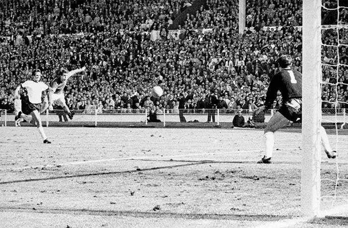 30.07.1966 Англия - ФРГ 4:2. Englands Geoff Hurst cracks a shot past German goalkeeper Hans Tilkowski to score the final goal