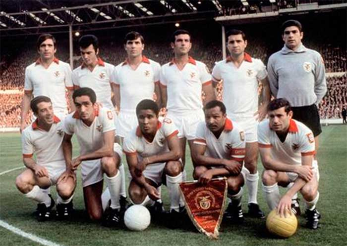 29.05.1968 SL Benfica. Back row: Adolfo, Humberto, Jaime Graca, Jacinto, Cruz and Jose Henrique. Front row: Jose Augusto, Torres, Eusebio, Coluna and Simoes