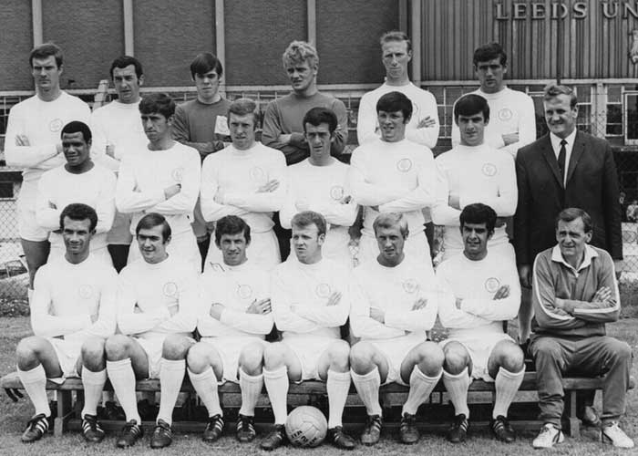 Лидс Юнайтед (Англия) - 1967-1968 г.г. Back row: Paul Madeley, Mike OGrady, David Harvey, Gary Sprake, Jack Charlton, Norman Hunter. Middle row: Albert Johanneson, Rod Belfitt, Mick Jones, Terry Hibbitt, Eddie Gray, Peter Lorimer, Don Revie (Manager). Front row: Paul Reaney, Terry Cooper, Johnny Giles, Billy Bremner, Jimmy Greenhoff, Mick Bates, Les Cocker (Trainer).
