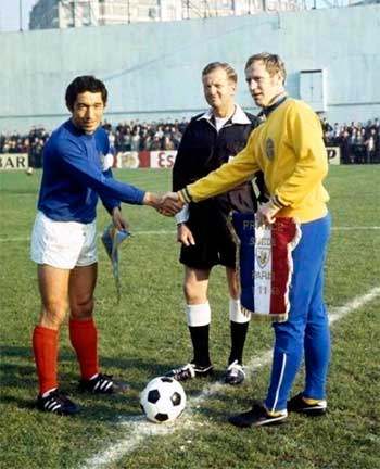 01.11.1969. World Cup Qualifier. France - Sweden 3:0. Captains (Jean Djorkaeff and Björn Nordqvist) and referee
