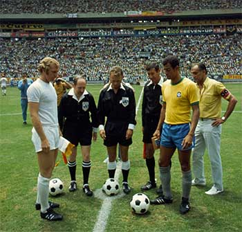 07.06.1970 Brazil - England 1:0. Captains (Gordon Banks, Carlos Alberto) and referees