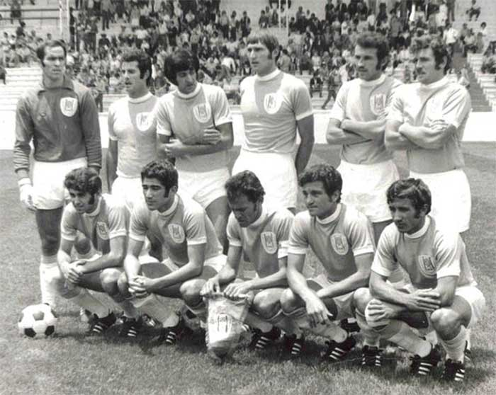 07.06.1970 Israel - Sweden 1:1. Israel national football team. Standing (left to right): Yitzhak VISSOKER (FC Hapoel Petah Tikva), Yishaayahu SCHWAGER (FC Maccabi Haifa), David PRIMO (FC Hapoel Tel Aviv), Yochanan VOLLACH (FC Hapoel Haifa), Zvi ROSEN (FC Maccabi Tel Aviv), Shmuel ROSENTHAL (FC Hapoel Petah Tikva). Front (left to right): Itzhak SHUM (FC Hapoel Kfar Saba), Giora SPIEGEL (FC Maccabi Tel Aviv), captain Mordechai SPIEGLER (FC Maccabi Netanya), Yehoshua FEIGENBAUM (FC Hapoel Tel Aviv), Shraga BAR (FC Maccabi Netanya)