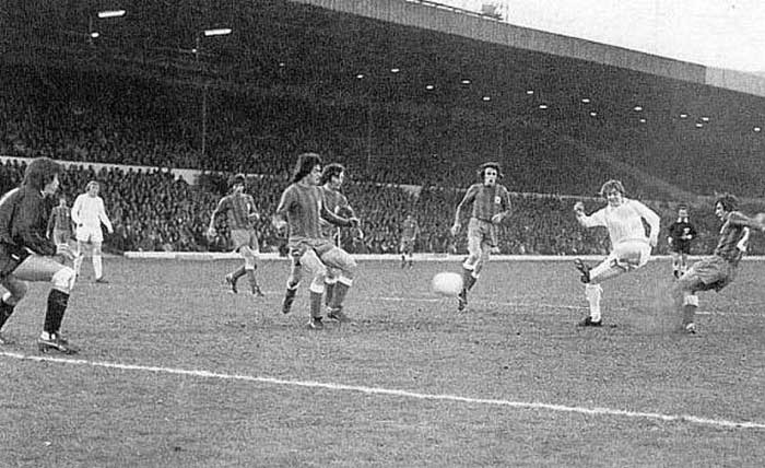 11.04.1973 Leeds United - Hajduk Split 1:0. Allan Clarke fires home the only goal of the first leg at Elland Road
