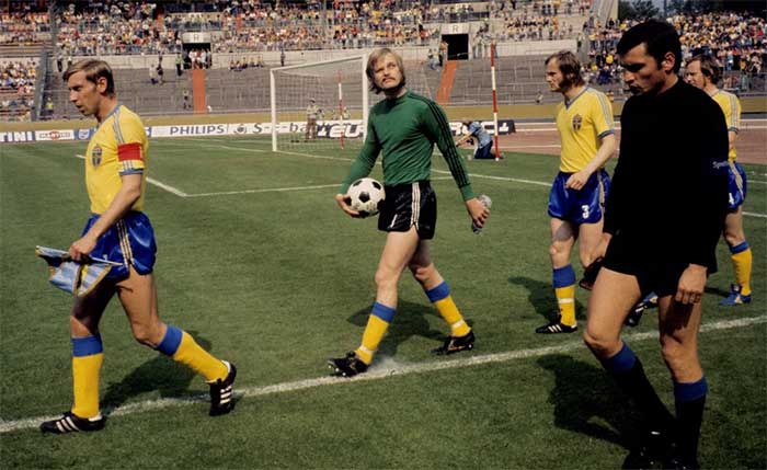 23.06.1974 Sweden - Uruguay 3:0. Captains B.Larsson and L.Mazurkiewicz are output teams to the field