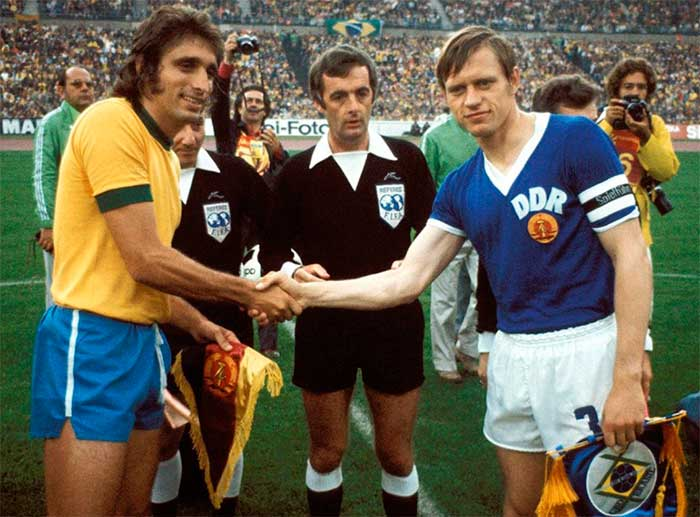 26.06.1974 Brazil - East Germany 1:0. Captains (Marinho Peres, Bernd Bransch) and referees
