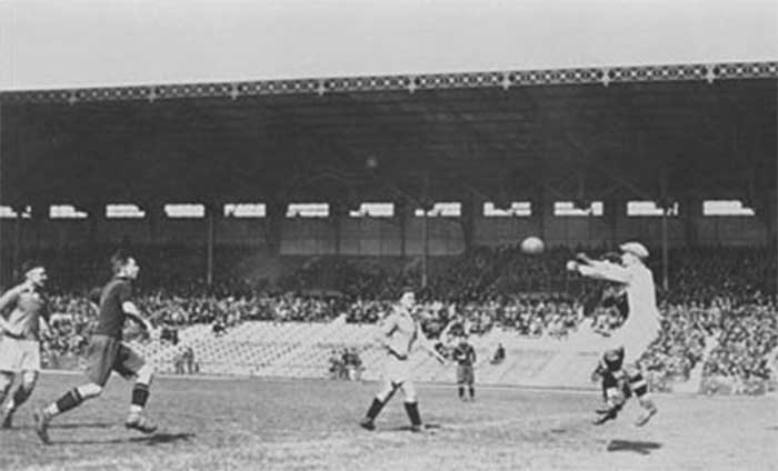 Paris 25 May 1924, Olympic Stadium of Colombes, Games of the VIII Olympiad. First day of the football qualifying competition: view of the Italy - Spain match (1:0)
