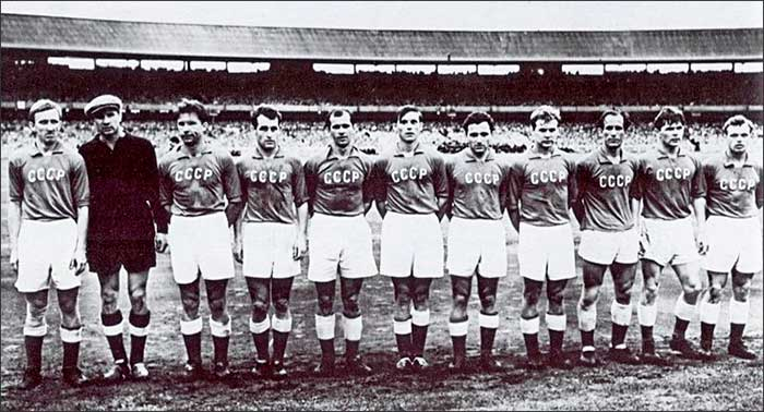08.12.1956 Soviet Union - Yugoslavia 1:0. XVI Olympic champion team of the USSR. From left to right: I. Netto, L. Yashin, A. Bashashkin, S. Salnikov, M. Ogonkov, A. Maslenkin, N. Simonian, A. Ilyin, B. Kuznetsov, A. Isaev, B. Tatushin