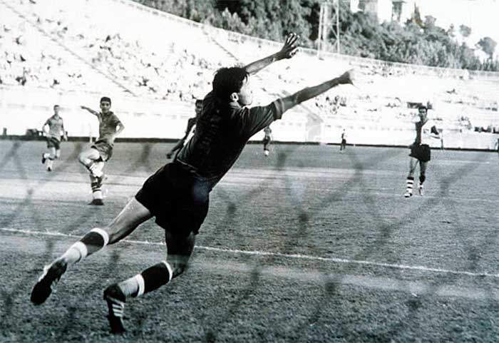 29.08.1960. Brazil - China 5:0. Brazils Dias Branco scores a goal past the Chinese goalkeeper