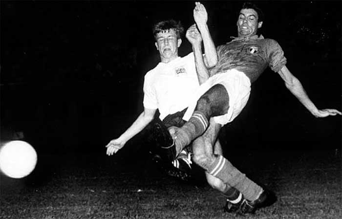 29.08.1960. Italy - Great Britain 2:2. Italys Salvadore clashes with Great Britains Robert Brown